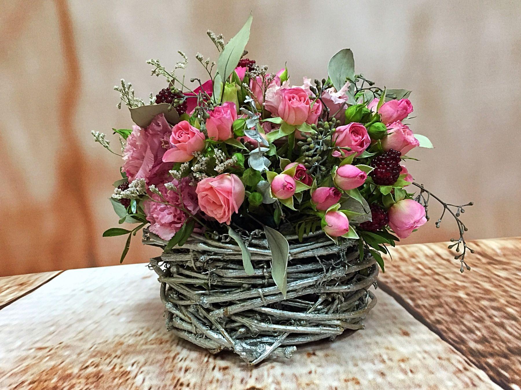 Заказать композиции из живых цветов в москве где купить цветы кладбище